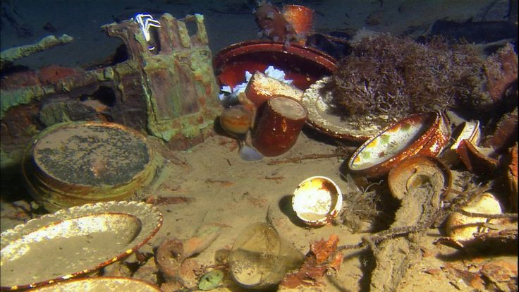 Artifacts on the stern of Titanic.
