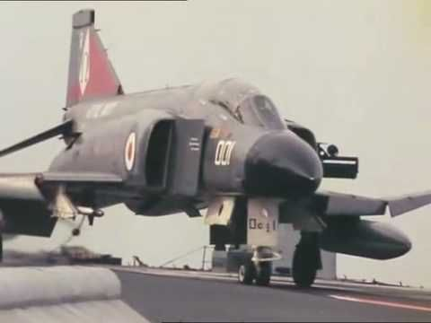 ▶ HMS Ark Royal aviation opération - YouTube. Jeeze anyone else remember when we had carriers (plural) let alone proper aircraft that worked off em ffs?!