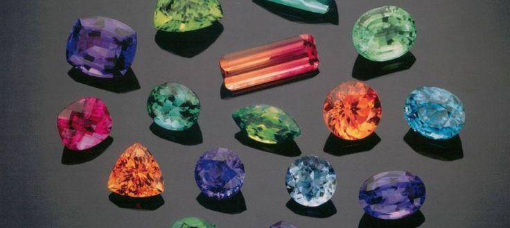 Pierre de naissance :L'association des pierres précieuses avec les mois de l'année remonte à des siècles. Les pierres précieusesont été d'abord associées