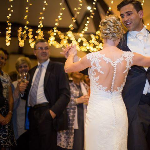 #firstdance #justmarried #gorgeouscouple #love #weddingdress #perfection #foreveryours #englishwedding #weddingphotography #weddingideas #englishvenues #netherwinchendonhouse #bridetobe