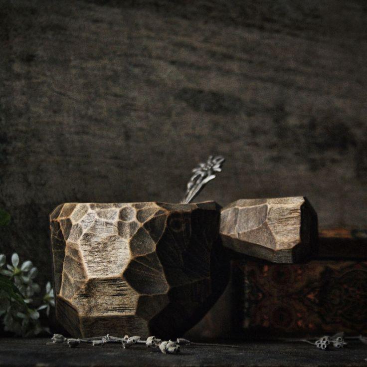 """#деревяннаячашка   Я """"долго запрягал и медленно ехал"""". Результатом доволен.   Использовал только ручной инструмент и природные материалы."""