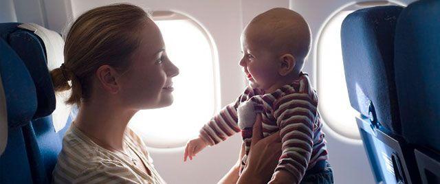 Consejos básicos para viajar con bebés en avión. #ConsejosPadres #Padres #Madres #SerMadre