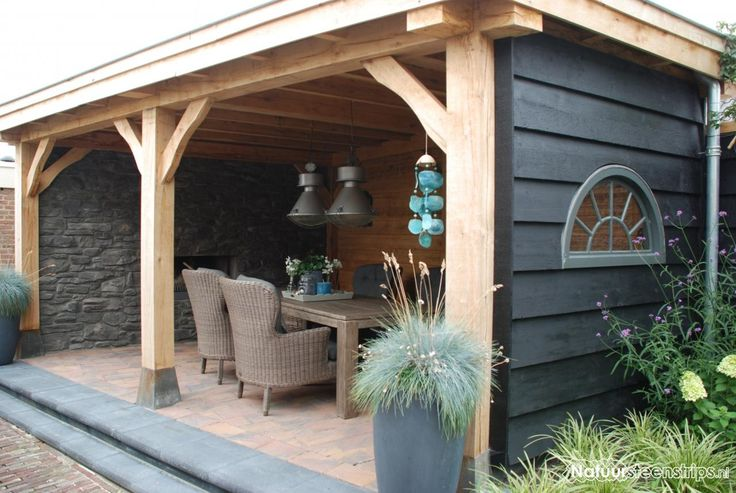 Steenstrips worden steeds vaker gecombineerd met overkappingen, veranda's en buitenverblijven.