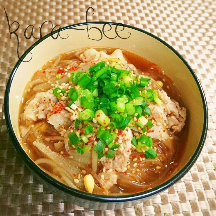 チョコちゃん 300投稿キタ━━━━(゚∀゚)━━━━!!   お(・∀・)め(・∀・)で(・∀・)と(・∀・)う!   お祝い何にしようかなーって 昨夜から考えてて・・・   今日はめっちゃ寒いから 体が温まる豚汁春雨スープで お祝いさせてね♡ 豚汁&春雨スープのコラボ めっちゃ美味しいよ(*゚∀゚*)ムッハー   熱々を用意しとくから食べにおいで ヽ(*´∀`)ノ   チョコちゃん いつも仲良くしてくれてありがとう♡   チョコちゃんが作る可愛いお弁当が 大好きでいつも癒されてるよ (๑´ω`๑)♡キュン   これからも可愛いお弁当に たくさんキュンキュンさせてね♡  まだ早い時間だから コーヒーで( ´ ▽ ` )ノ☕ カンパーイ  ♡♡♡♡♡♡♡♡♡♡♡♡♡♡♡♡  それにしても今日はビックリする 寒さだよ(^ω^;);););)   雪がめったに降らない浜松なのに 朝から雪が降ったり止んだり :;(∩´﹏`∩);:   そんな中でも子供は元気だよね(笑)  珍しい雪に息子は大喜びで 雪の下で創作ダンスを踊って はしゃいでたよ(笑)www (´゚艸゚)∴ブッ…