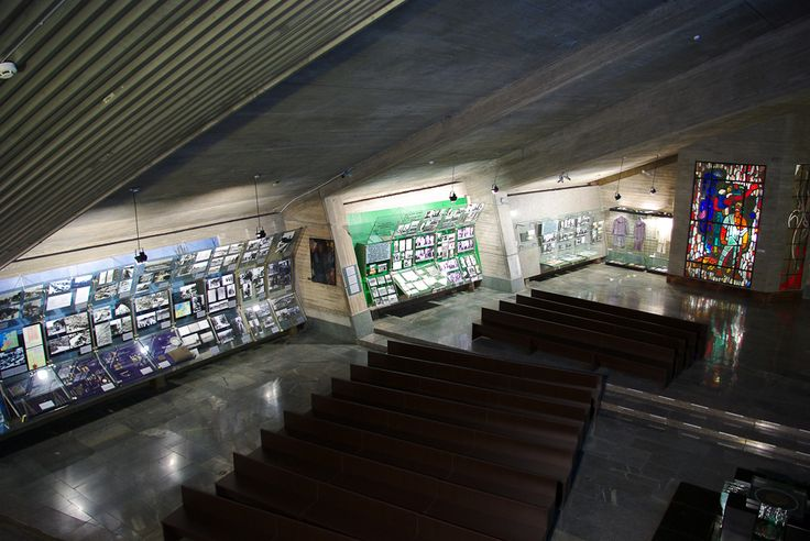 "Витражи Казимира Моркунаса в музее ""IX форт"" в Каунасе. ""Пирчюпис"" из тонкого стекла. 1961 г."