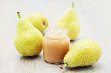 4-6 mois - Compote de poires - une recette de Régalez Bébé. Quoi de plus simple et de meilleur qu'une délicieuse compote de poires fondante et juteuse au goût naturellement sucrée. Mmmmmmmmm un délice pour les petites papilles de bébé !