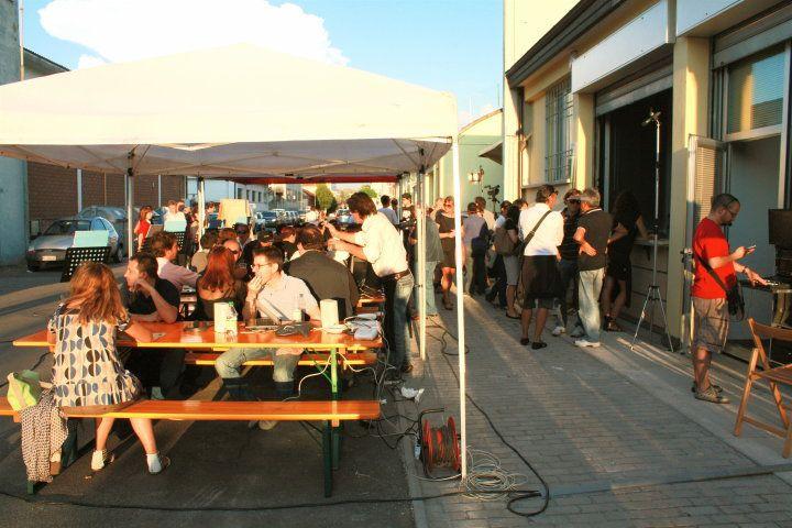 Osteria 2.0 - Prima Edizione, 2010. Tavoli praticamente pieni... e ancora la serata non è entrata nel vivo!