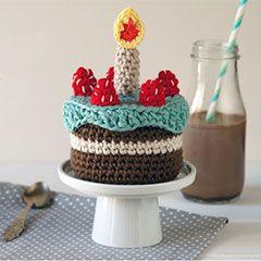 One year birthday cake Download this free pattern at Amigurumipatterns.net