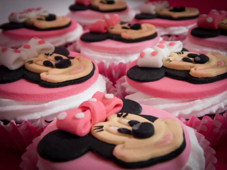 die besten 25 mini maus kuchen ideen auf pinterest baby mickey maus kuchen minnie maus torte. Black Bedroom Furniture Sets. Home Design Ideas