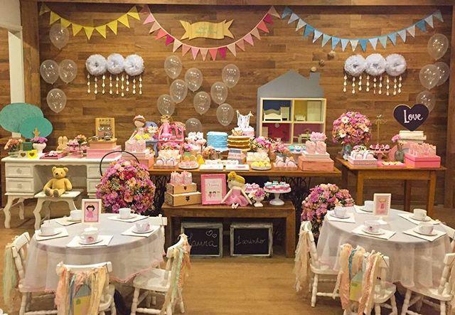 A festa fofa de Casinha de Bonecas!! #festasdofimdesemananoquintal #detalhesdoquintal #muitoamorenvolvidor #kidsparties #decor #partydecor #festainfantil #festa #quintaldecontos