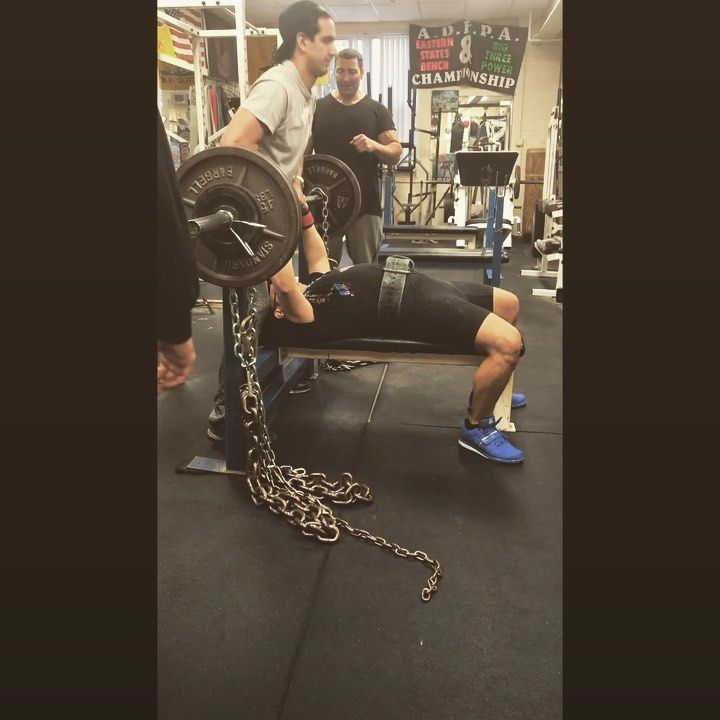 Close Grip Chain Bench Press 255 Pr 245 225 Bench Squats Deadlift Wnpf Powerlifting Power Powerful Chest Arms Bench Press Powerlifting Deadlift