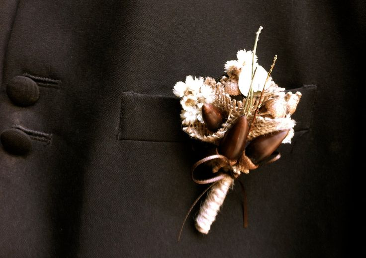 rustic mountain wedding bouquets & boutonnieres | rustic wedding groom boutonniere lapel pin acorns fall forest wedding