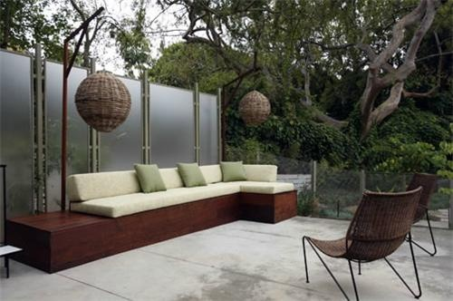 Can't decide what I love most - the twiggy spheres, the smooth wooden bench, the panels defining the space, or the color of the cushions and decor. Lovely all the way around. Designed by Mark Tessier Landscape Architecture in Santa Monica, CA.