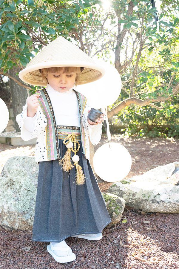 Con dos prendas básicas de la cultura japonesa, el Kimono y el Hakama tendremos un disfraz de japonés para estos carnavales.