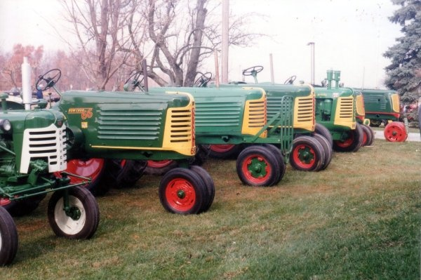 Has there ever been a tractor as beautiful as the Oliver? No. Whenever I go to a tractor show (which is actually kind of common), it's like they contain Karina-magnets within.