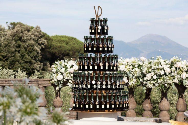 Un tableau de mariage tema champagne è quello proposto da Cira Lombardo per il matrimonio di Vittorio e Rossella in stile anni '20.