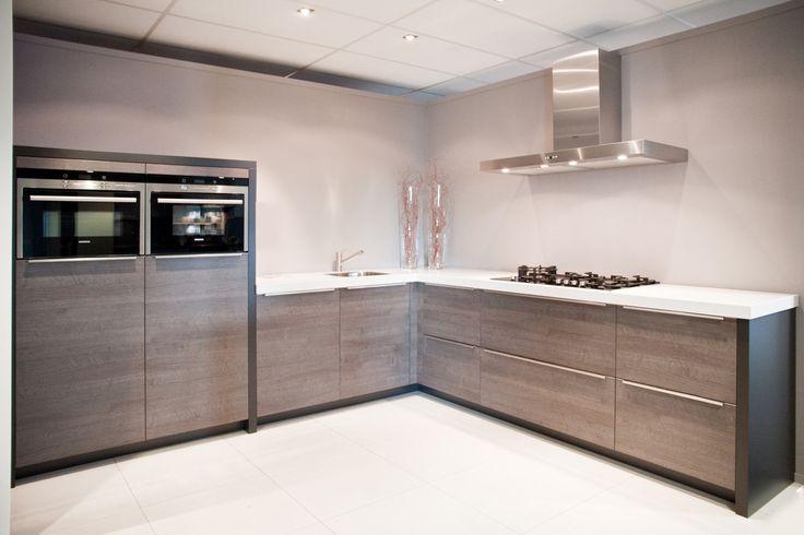 Design keuken. Mooi strak, zonder bovenkastjes. | DB Keukens