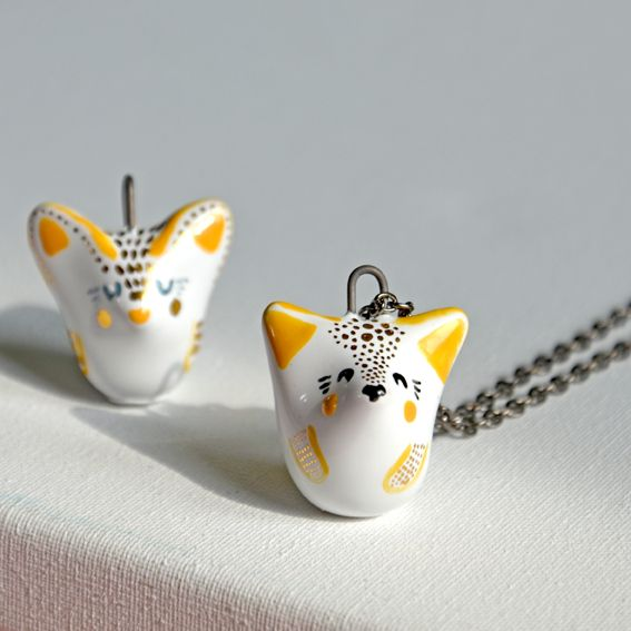 Desert fennec fox necklace – gent  This little dessert fox can't wait to travel around the world with you.  This item is 100% handmade high quality ceramics, glazed. Three times fired. Decorated with genuine gold. Comes with chain.