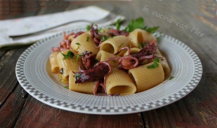 Pasta con calamaretti #gialloblogs #ricettadelgiorno #incucinaconmire  Pasta con calamaretti | In cucina con Mire