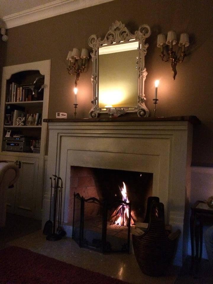 O seară răcoroasă de septembrie, un foc în șemineu și o poveste frumoasă. #PoemBoem. Beautiful living. www.poemboem.com