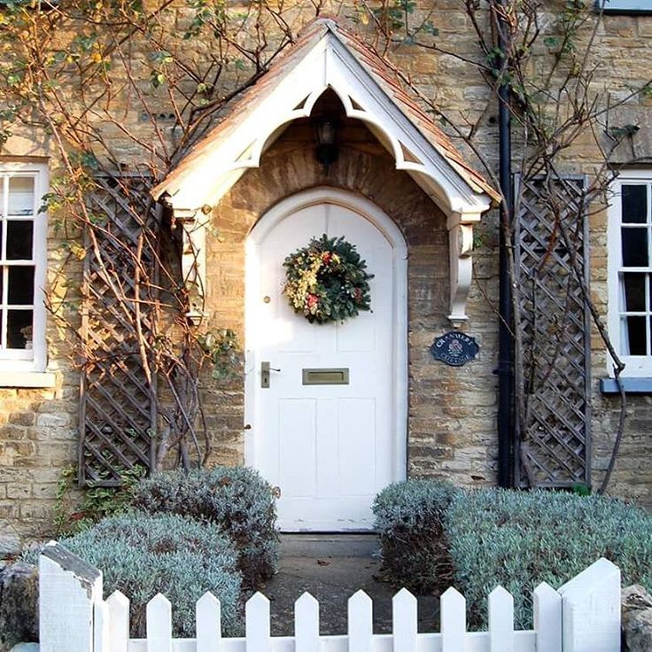 Well that's it, we've closed our office for Christmas! Time to head home and start getting very festive and having the cottage look so Christmassy is definitely helping! Have a lovely evening everyone #plumandashby