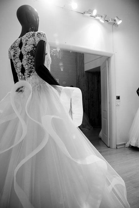 Vă aşteptăm la magazinul Andree Salon de pe Bulevardul Unirii Nr. 16 Photographer: Gabriel Hennessey Official #andreesalon #unirii16 #wedding #weddingdress #collections #andree #salon