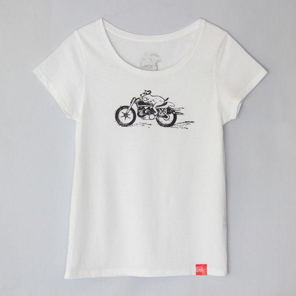 何を求めてイヌくんは走る? ベイシックなホワイトTシャツ。襟ぐりが大きめで,リブが細いので、華奢なネックレスにも合います。 薄手で手触りの良い生地の、レディー...|ハンドメイド、手作り、手仕事品の通販・販売・購入ならCreema。