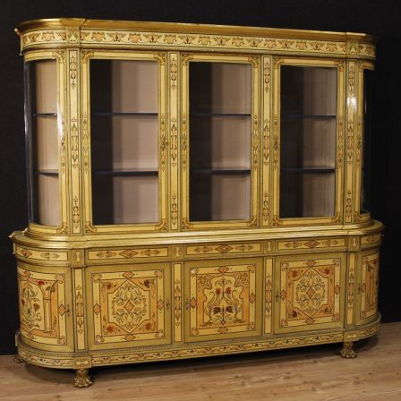8500€ French bookcase in inlaid wood with golden bronzes. Visit our website www.parino.it #antiques #antiquariato #furniture #antiquities #antiquario #credenza #buffet #sideboard #decorative #interiordesign #homedecoration #antiqueshop #antiquestore #inlaid #inlay #wood #bookcase #showcase #style #home #decor #vitrine #cabinet #french