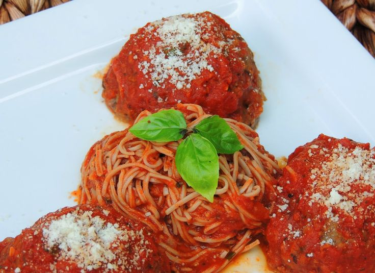 tomato sauce spaghetti with turkey meatballs in spicy tomato sauce ...