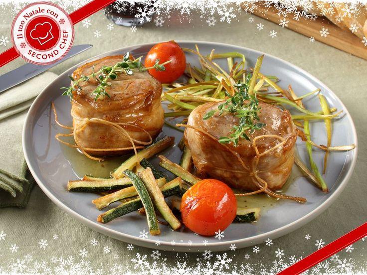 Vuoi fare bella figura per il pranzo di Natale? Prova con il Filetto di maiale al lardo di colonnata con porri e frittura di zucchine di #Second_Chef!  INGREDIENTI: -Porri -Zucchine -Filetto di maiale -Lardo di colonnata -Olio -Farina 00 -Rosmarino Scopri la #ricetta completa su http://rebrand.ly/filettodimaialeallardo   #incucinaconsecondchef #semplicementecucinare #ricette #food #eat #cucina