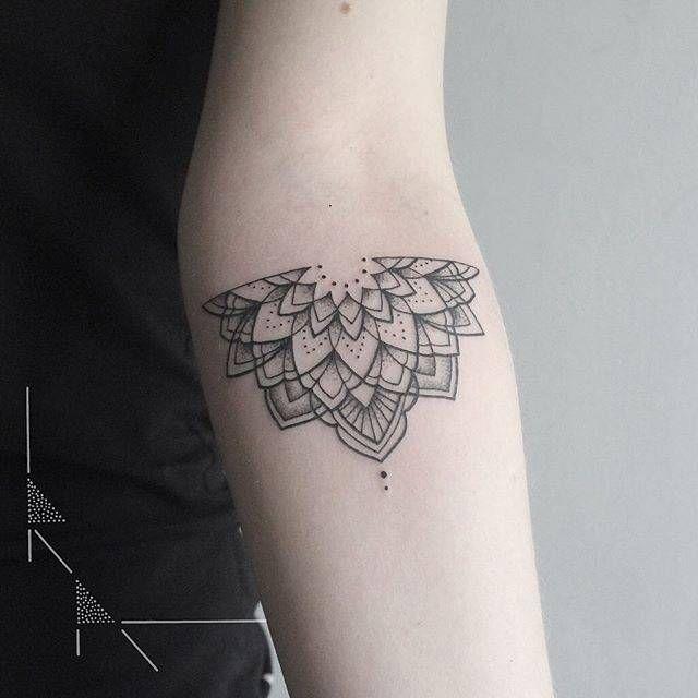 Half mandala tattoo on the left inner forearm.                                                                                                                                                                                 Más