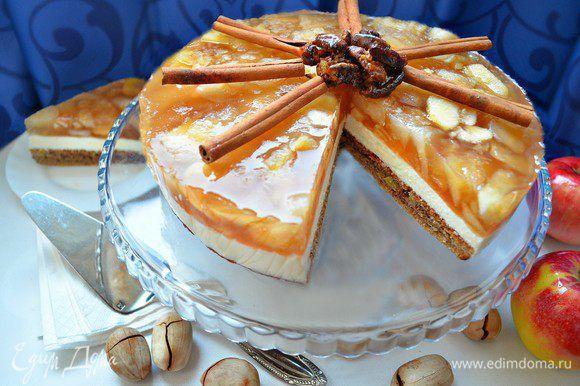 Яблочный торт «Вкус осени»  Приготовьте нежный творожный торт на ореховой основе к чаю. Добавьте яблоки и немного лимонного сока для кислинки.  #готовимдома #едимдома #кулинария #домашняяеда #торт #десерт #выпечка #чаепитие #яблоки #орехи #лимон