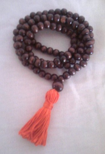 how to use mala beads in yoga