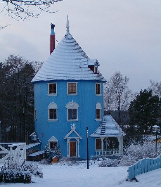 I think I'd loved living in a round house - and I love blue!
