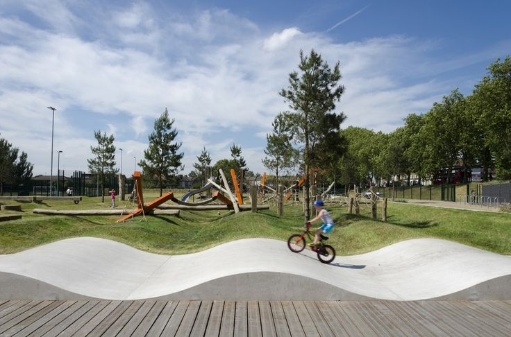 Drapers Field / Kinnear Landscape Architects - The park at Drapers Field, Leyton, serves the Olympic Village projects. Formerly a service facility for the 2012 Olympics, Drapers Field was redesigned by Kinnear Landscape Architects (KLA) as a vibrant community space, improving sport and play provision and encouraging more children into activity both play and sport...