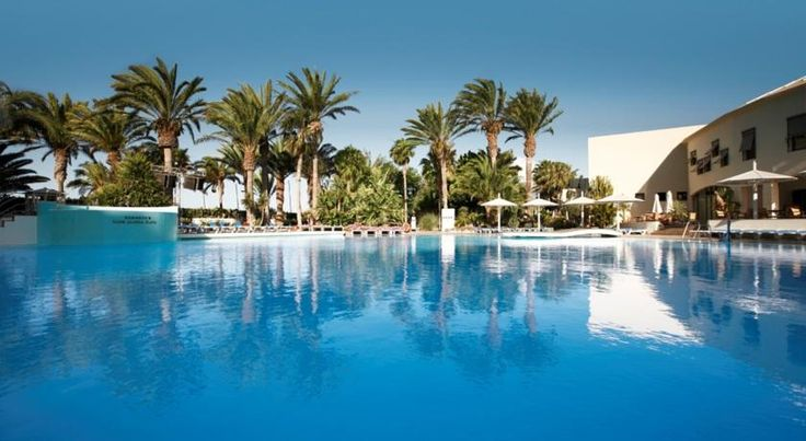 Robinson Club Jandia Playa Morro del Jable This Robinson Club lies in southern Fuerteventura, 2 km from Morro de Jable. It features direct access to Jandia Beach, a large outdoor pool, tennis courts and a spa and fitness centre.