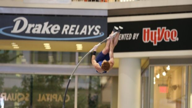 Shawn Barber wins the Drake Relays pole vault in Capital Square mall with a vault of 5.50M Wednesday April 27, 2016. (Twitter/@DrakeRelays) Shawn Barber Shawnacy Campbell Barber Shawnacy Barber Pole Vault @vaultbarber #shawnbarber #shawnacybarber #vaultbarber #polevault