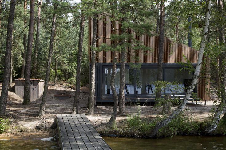 Стильный минималистичный дом на берегу озера от компании Fam Architecti