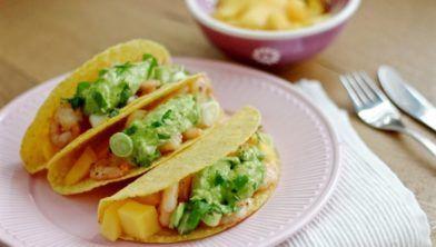 Taco's met gamba's, mango en avocodasaus: een goddelijke smaakcombinatie! Zoet, fris, romig en kruidig tegelijk.