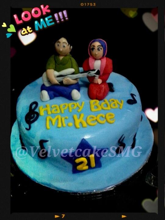 The guitar player cake ... @VelvetcakeSMG /  www.semarangkitchen Com