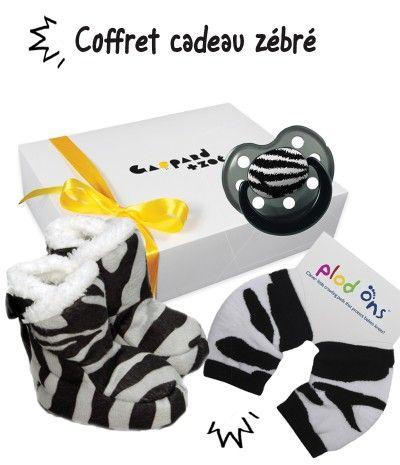 Boite cadeau bébé originale zèbre : des chaussons, une tétine et une paire de jambieres #gaspardetzoe cadeaubebe