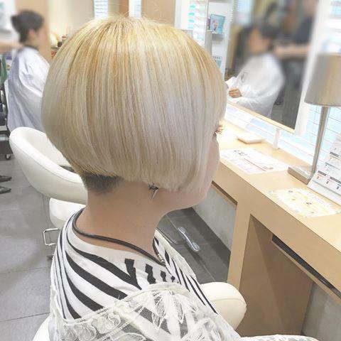 . 本日のお客様✴︎ 毎回攻めのRちゃんカット✂️ 刈り上げからのコンパクトなボブ! いつもながらハイトーンでも丈夫な髪✨ 染めたら見せてね( ´ ▽ ` ) いつもありがとう♡ . . #fare #ファーレ #横浜 #横須賀 #北久里浜 #fare北久里浜店 #cut #bob #✂️ #blonde #ツーブロ #カット #ボブ #刈り上げ #刈り上げボブ #クール #かっこいい #リアリティブ #モード #モードボブ #ハイトーン #ブリーチ #ハイトーンボブ #個性派 #ヘアスタイル #美容室 #美容師 #金髪 #金髪ボブ
