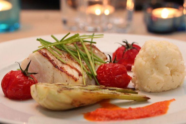 Grillet torsk med paprikavinaigrette, fennikel og bakte tomater
