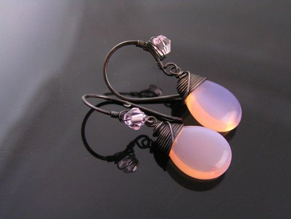 Roze oorbellen van ebben hout roze opaal Tsjechisch glas