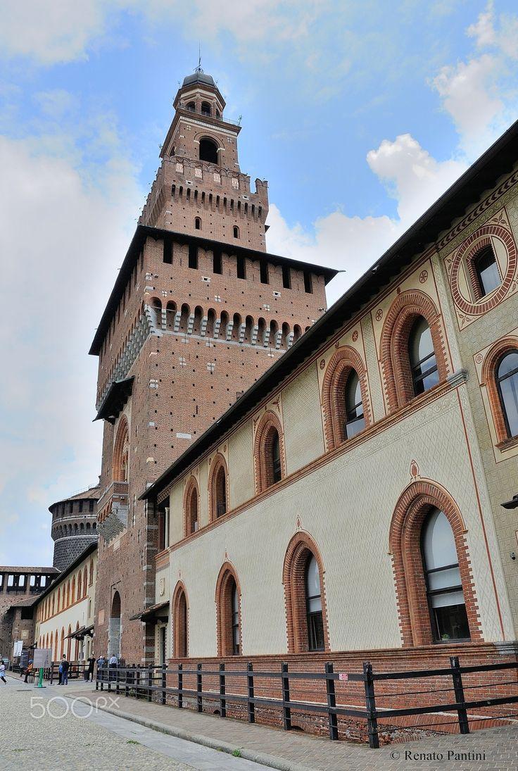 Castello Sforzesco, Milano. - Castello Sforzesco with Torre del Filarete in Milan, Italy. (June 2016)