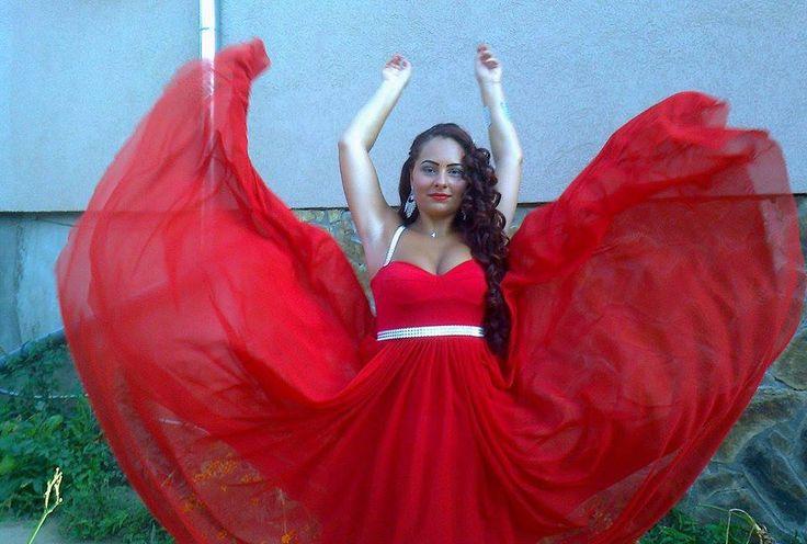Larisa - very red, by Gabriella Olar