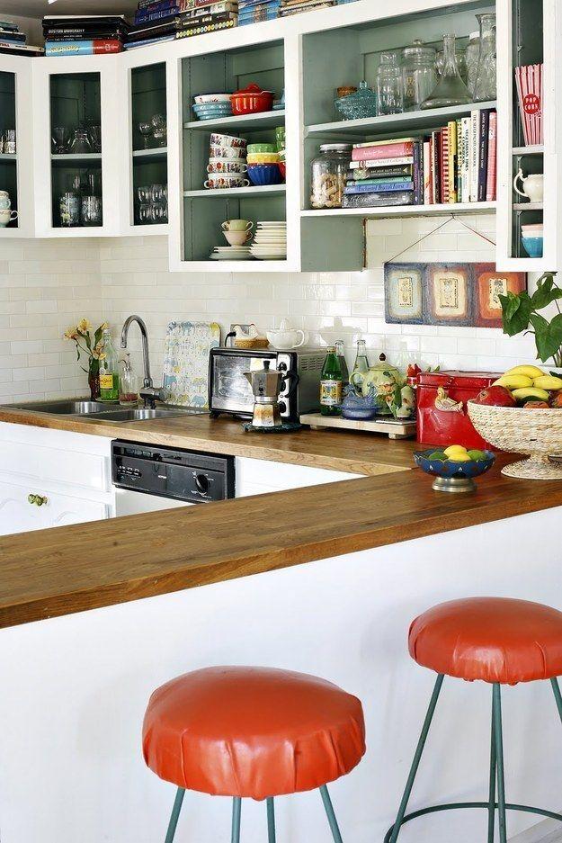 Utilisez des rangements ouverts pour attirer le regard vers le haut. | 31 astuces pour maximiser l'espace dans un petit logement