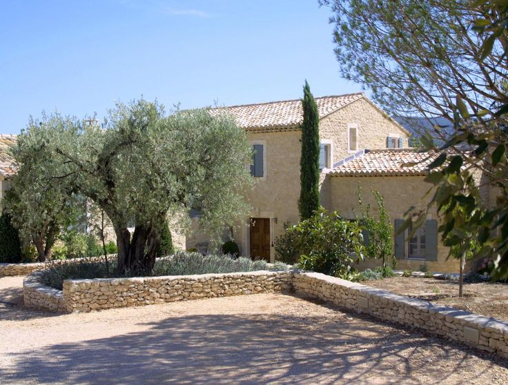 Newly built houses in the luberon a provencal mas made for Landscaping rocks nelson