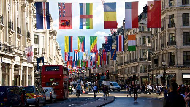 Ό,τι φας κι ό,τι πιεις: Θεατρικές παραστάσεις στο Λονδίνο