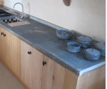 beton blad met eikenhouten keukenkast frontjes. Cedante.nl